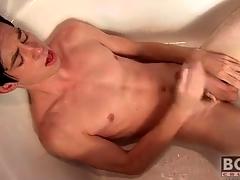Twink cums essentially his stomach in the bathtub